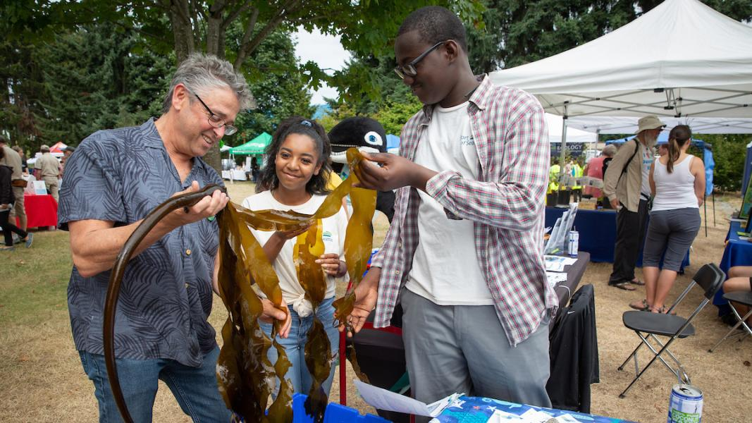 Commissioner Felleman and local youth examine bull kelp at the Duwamish River Festival, September 2019.