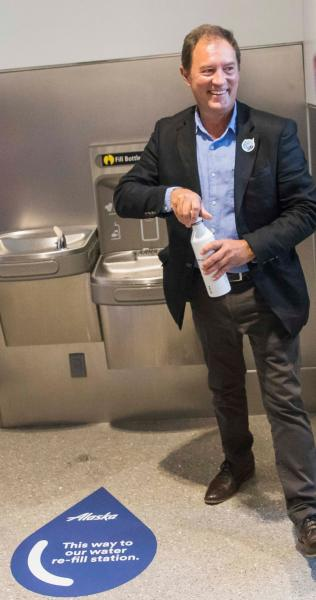 Commissioner Steinbrueck uses a refill station